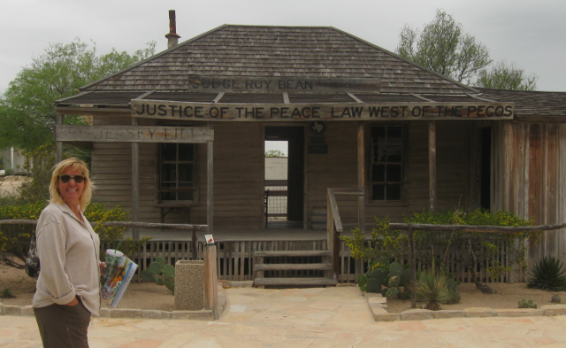 The Judge Roy Bean saloon in Langtry.