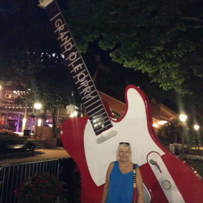 Big guitars for future superstars, Grand Ole Opry